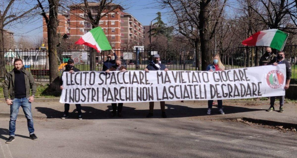 """Azione Tortona protesta contro la chiusura dei parchi giochi: """"Non lasciateli degradare"""""""