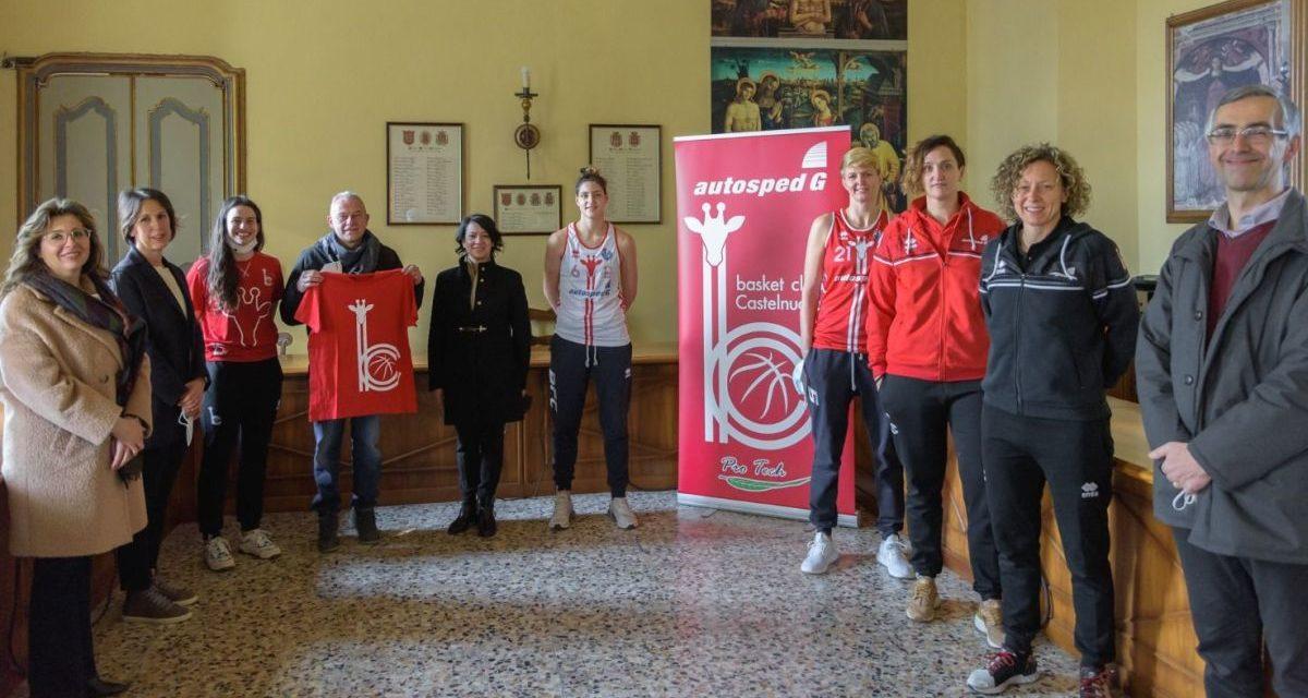 A Castelnuovo Scrivia presentato logo e maglia del basket. Foto di Luigi Bloise
