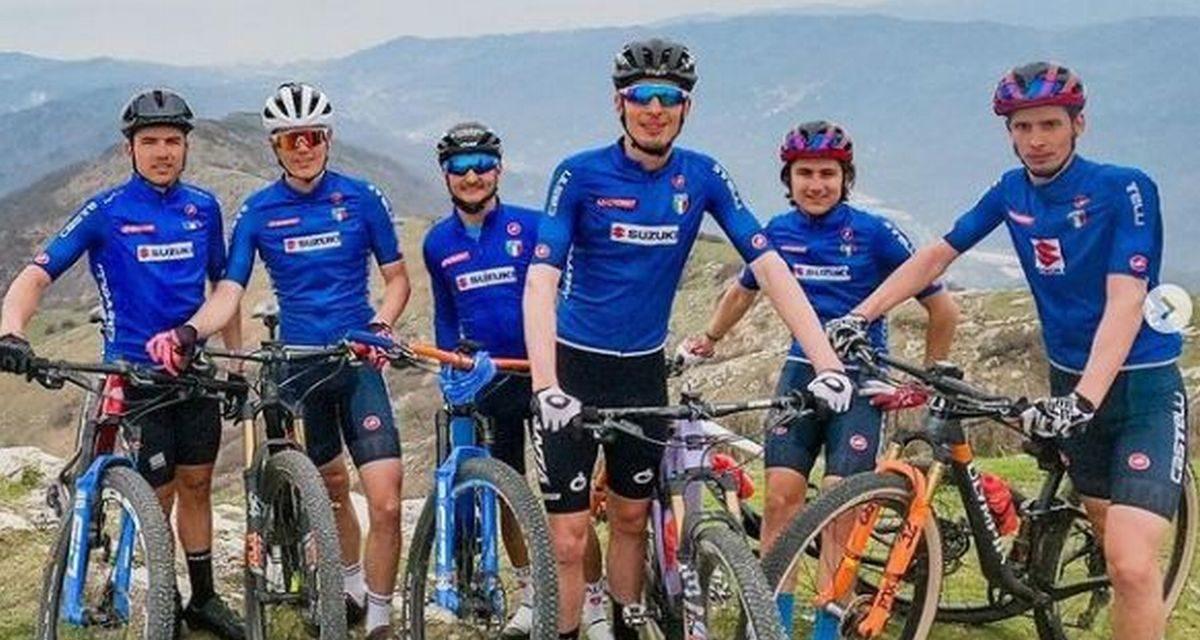 Ciclisti professionisti sui sentieri del Golfo Dianese