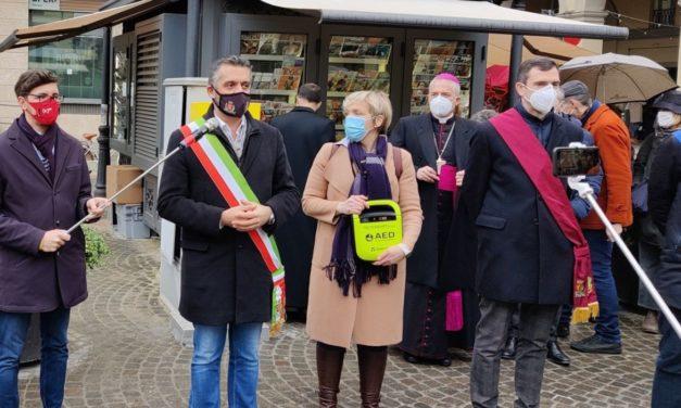 """Col nuovo defibrillatore in piazza Duomo Tortona sta diventando """"Città Cardioprotetta"""""""