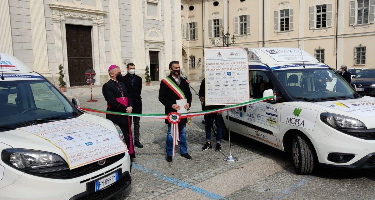 A Tortona consegnati i mezzi per aiutare il trasporto di anziani e disabili