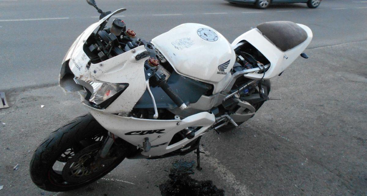 La Polizia Municipale di Tortona rintraccia il pirata della strada che con questa moto, senza patente…