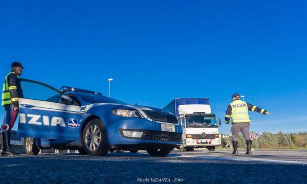 Trasportano merce alimentare avariata: denunciati dalla Polizia Stradale di Ovada
