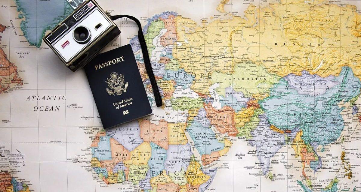 Senza vaccino sarà difficile viaggiare: prende forma il passaporto vaccinale