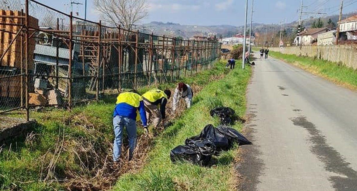 Ad Acqui terme i volontari civici puliscono il territorio
