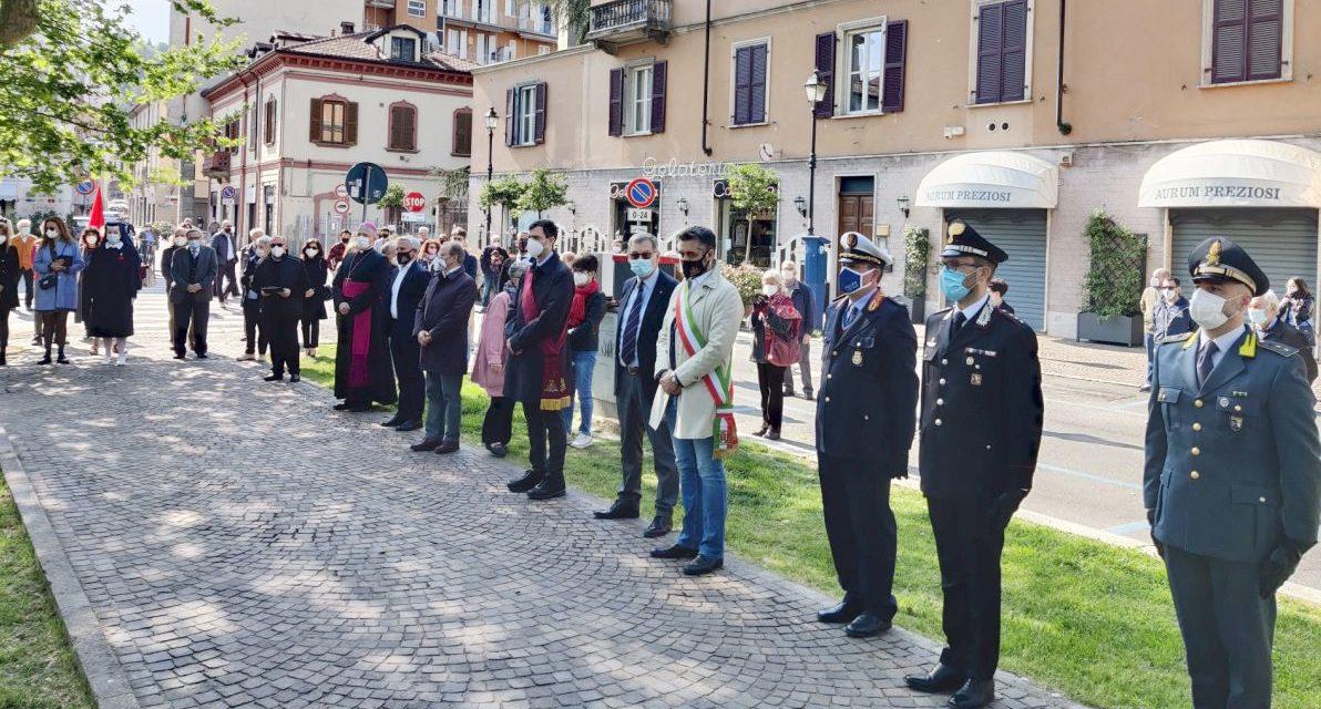 Tanta gente a Tortona per il 25 aprile ma tutti a debita distanza
