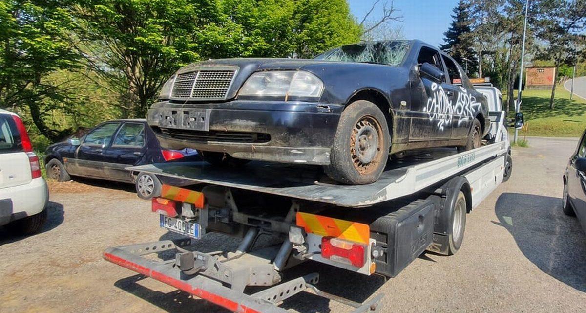 A Valenza nella rimozione dei veicoli abbandonati scoperta anche un'auto che era stata rubata ad Asti