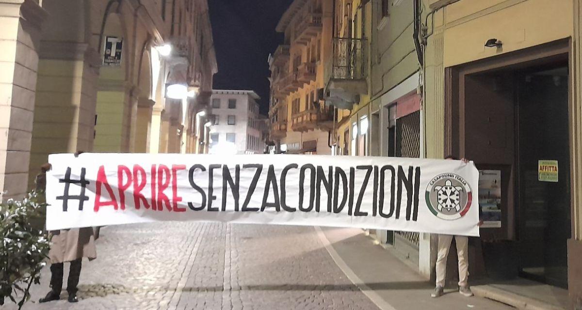 Anche a Tortona i militanti di CasaPound chiedono di riaprire senza condizioni