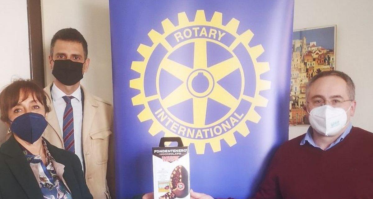Il Rotary Club di Novi ha regalato le uova di Pasqua a tutto il personale mpegnato nelle vaccinazioni