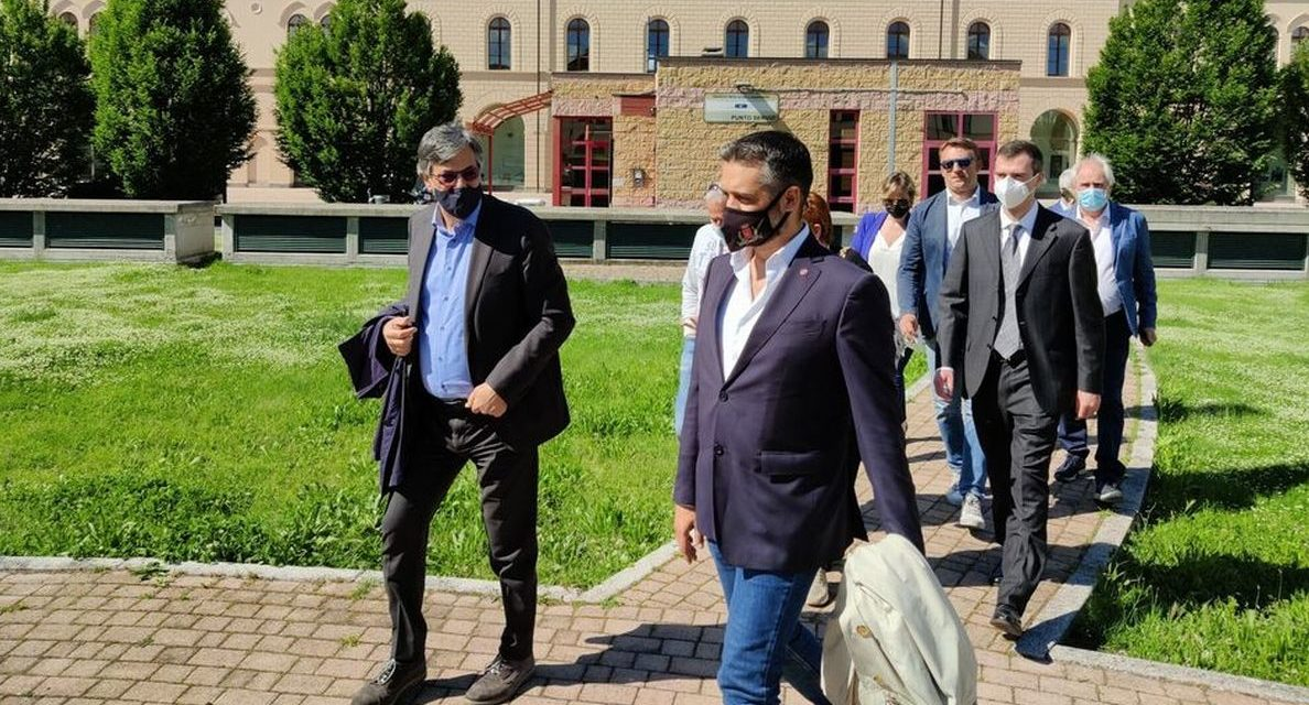 L'assessore regionale alla Sanità Luigi Icardi a Tortona: visita il centro vaccinazioni e l'ospedale
