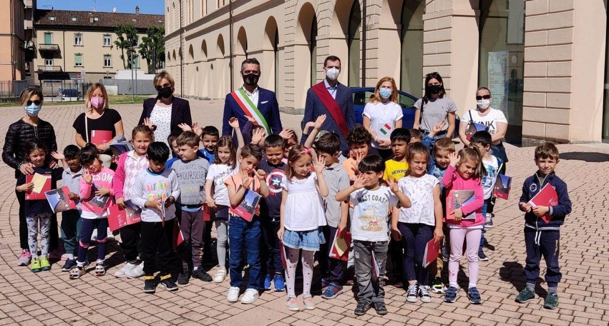 """I bambini della scuola """"Mary Poppins"""" visitano il municipio di Tortona"""