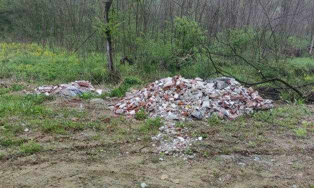 Ha abbandonato questi rifiuti nel novese, preso e multato