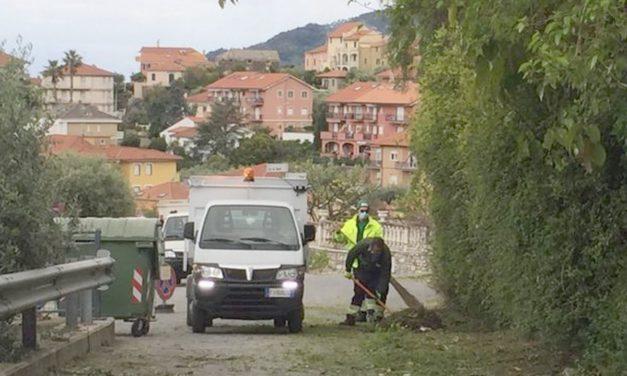 Prosegue l'attività di sfalcio e pulizia a San Bartolomeo al mare