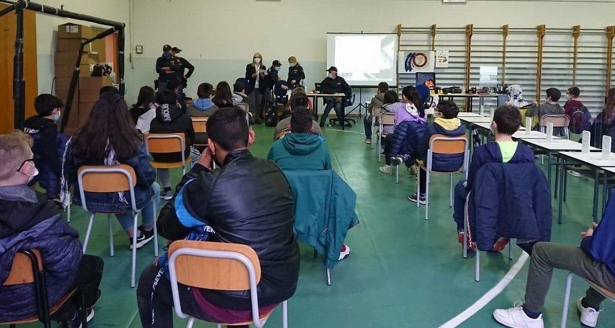 Studenti a lezione di sicurezza con la Polizia di Alessandria