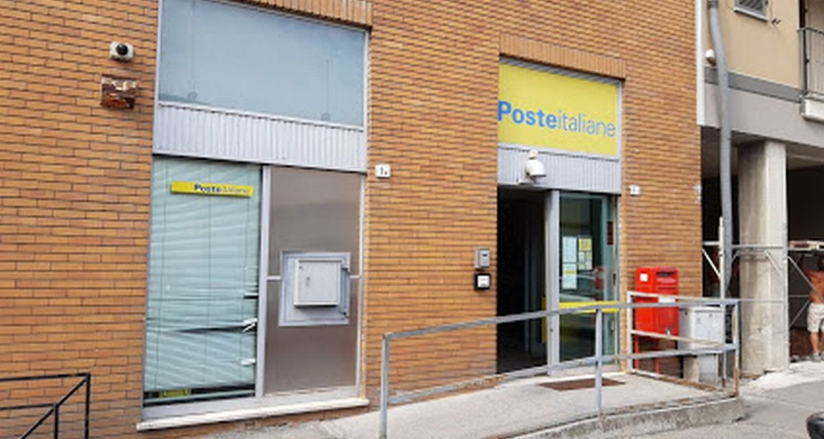 Il Postamat di via Visconti a Tortona utilizzato come latrina? La segnalazione di un lettore