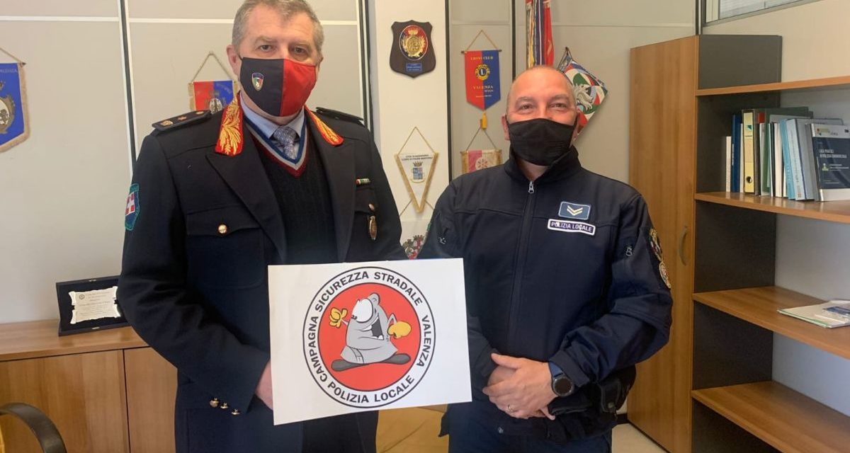 La Polizia Locale di Valenza apre una pagina social e presenta il personaggio di 'civic'.