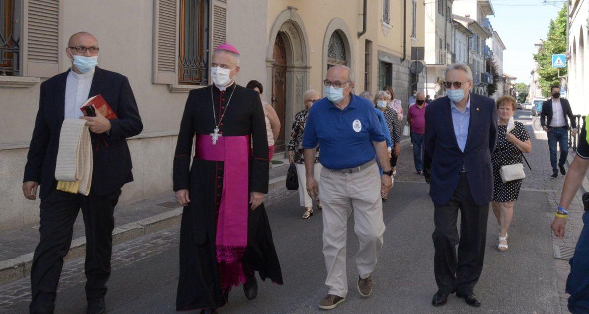 Il Vescovo di Tortona visita il Centro vaccinale di Pontecurone