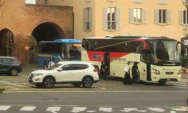 Dopo 48 anni, finalmente, gli autobus non passeranno più nella piazza di Castelnuovo Scriva