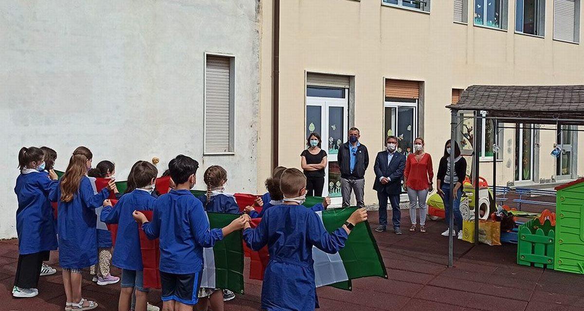 Lions Club Riva S. Stefano, consegnato il Tricolore ai bambini delle elementari di otto comuni