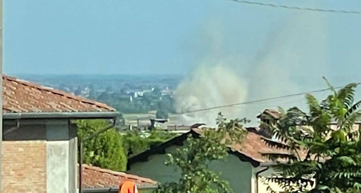 Quattro ore di intervento dei pompieri di Tortona per un incendio al Deposito Rifiuti