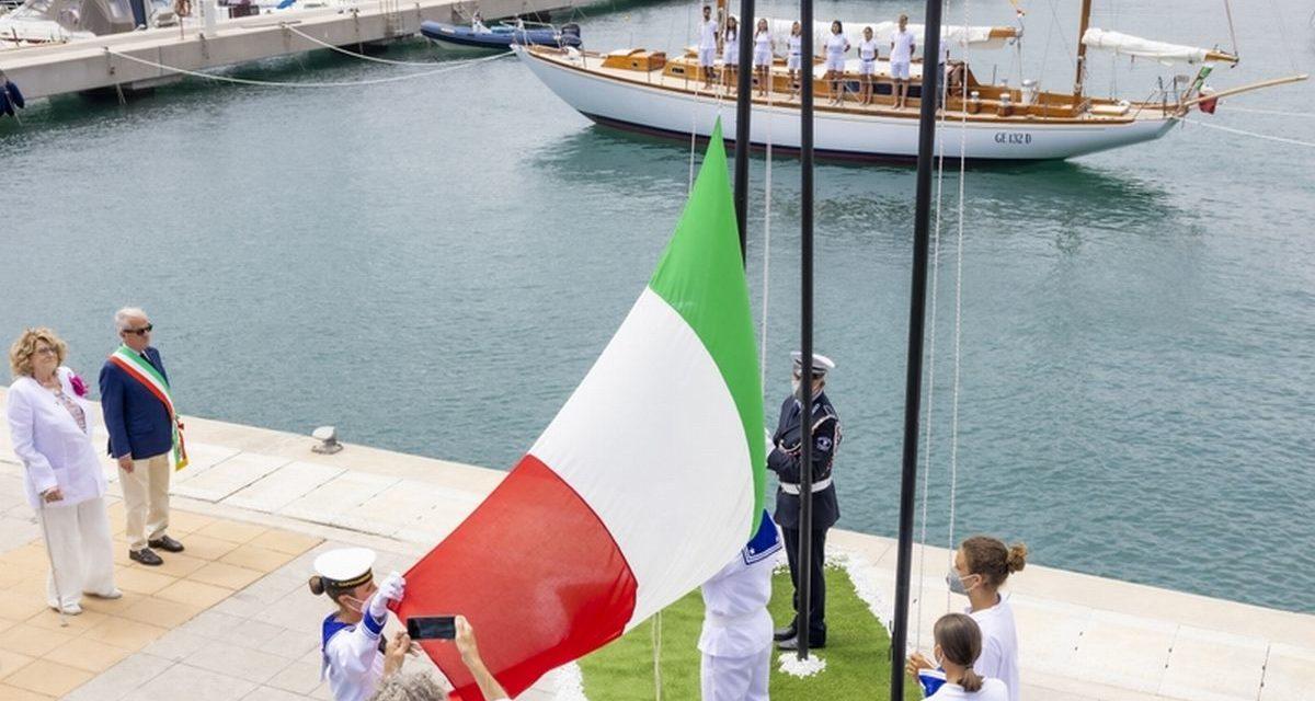 La barca storica Beatrice donata da Diana Bracco al Comune di Imperia