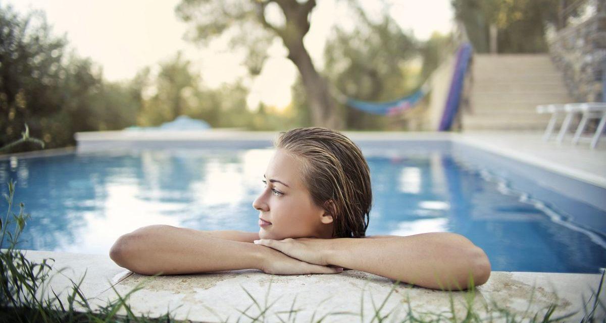 Donna di Casale acquista una piscina online ma viene raggirata