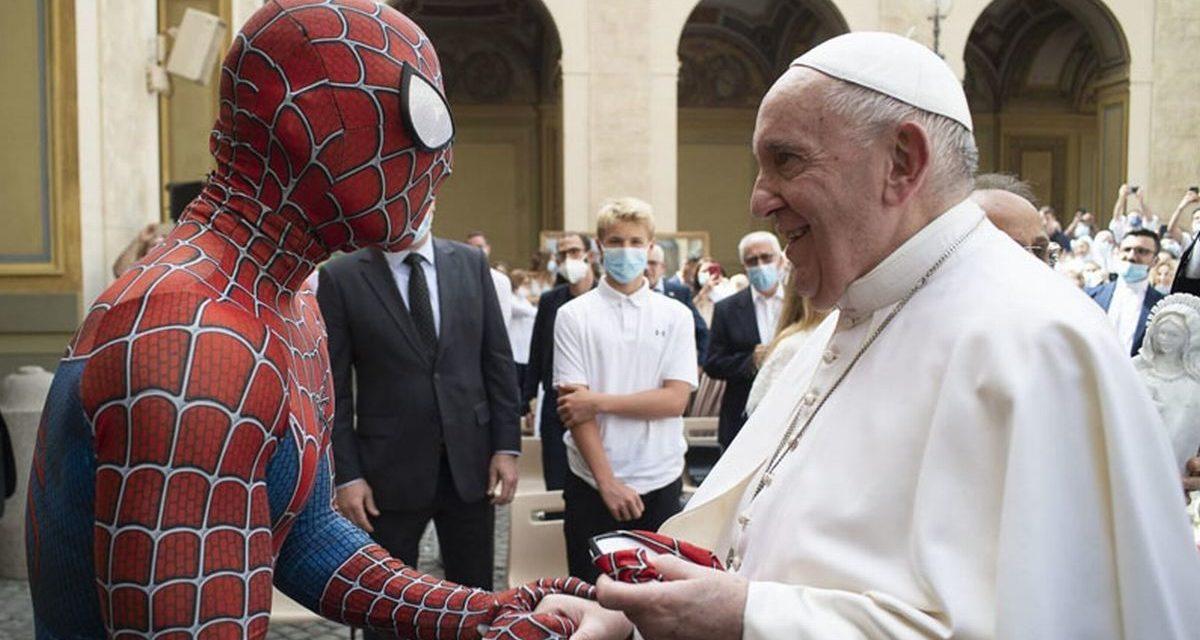 Intervista al giovane che vestito da Uomo Ragno ha incontrato il Papa