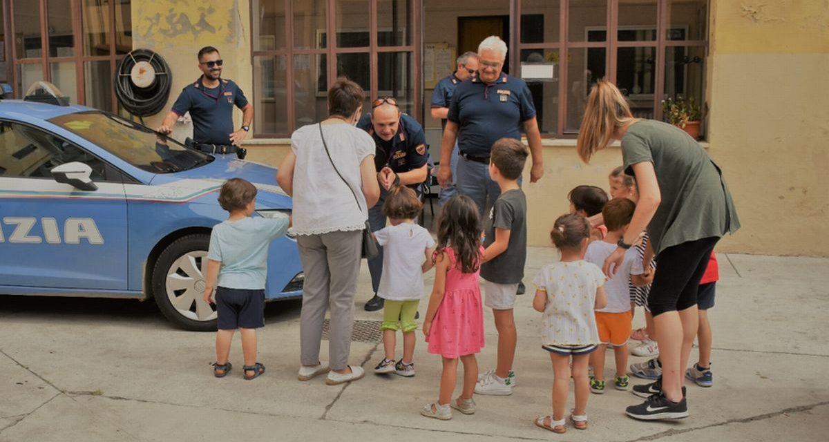 I bambini di Casale Monferrato al Commissariato di Polizia