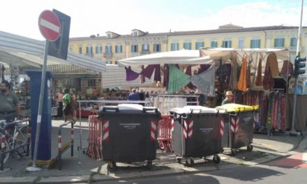 Troppi rifiuti abbandonati al mercato di Alessandria, il Comune interviene con i cassonetti