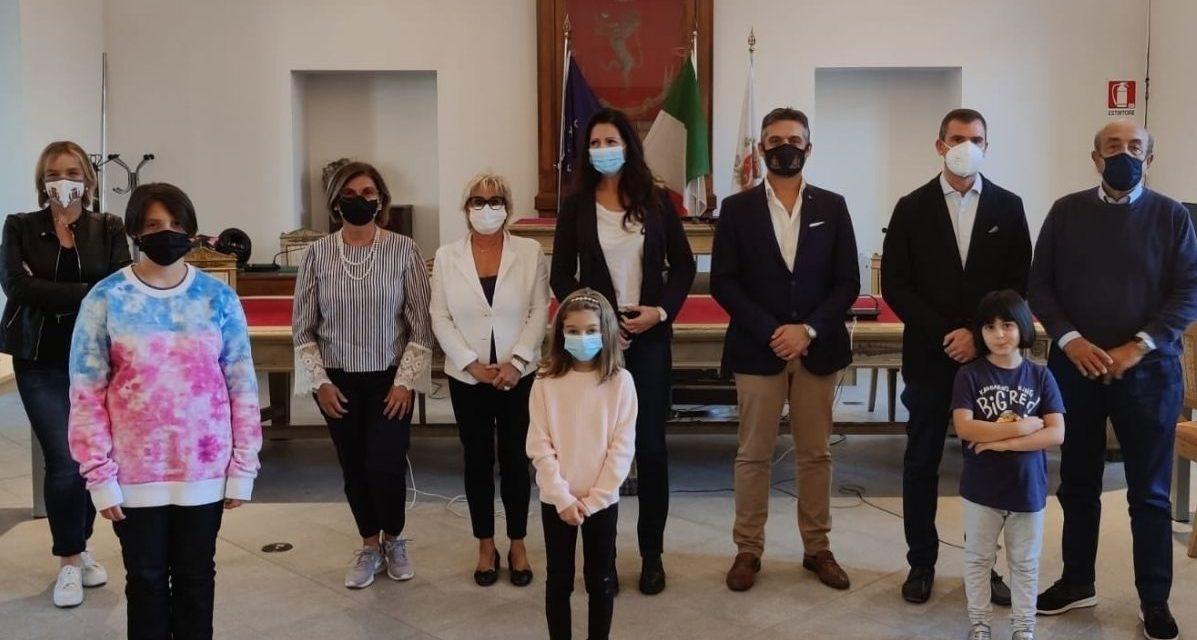 """Tre ragazze di Tortona testimonial del progetto """"Tagliamo per bene"""""""