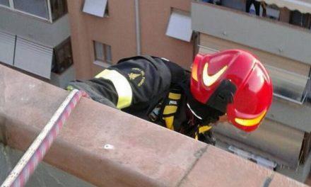 I Vigili del Fuoco di Tortona si calano dal 7° piano per salvare un bambino