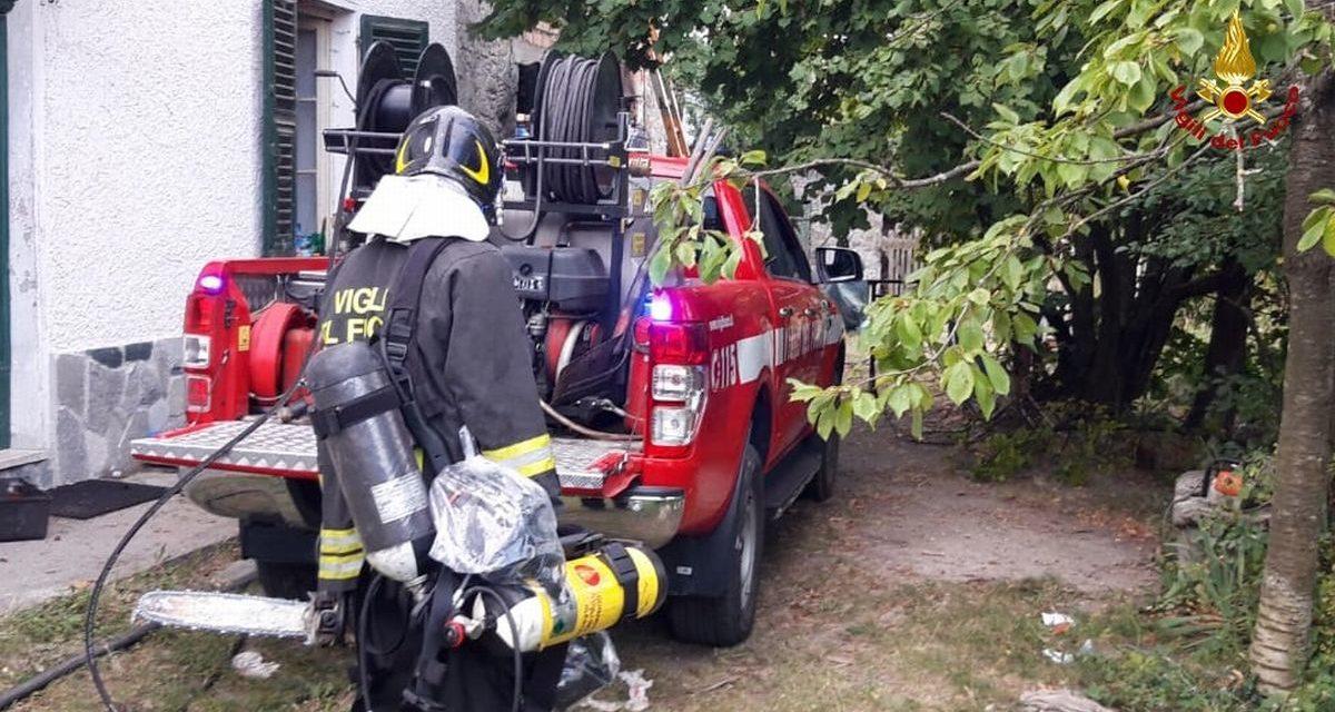 Brucia una cascina a Stazzano, intervengono i Vigili del Fuoco