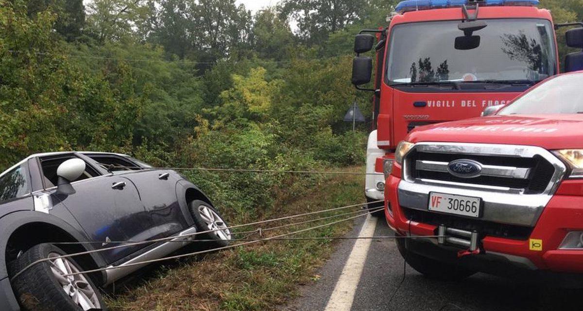 Auto fuori strada a Novi Ligure, intervengono i pompieri