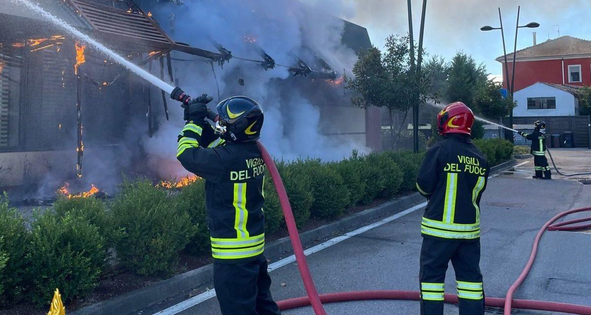 Paura ad Alessandria per un incendio al ristorante  Mc Donald's, ingenti i danni