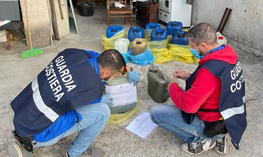 Furti di carburante da un battello e droga, la guardia costiera di IMperia fa un arresto