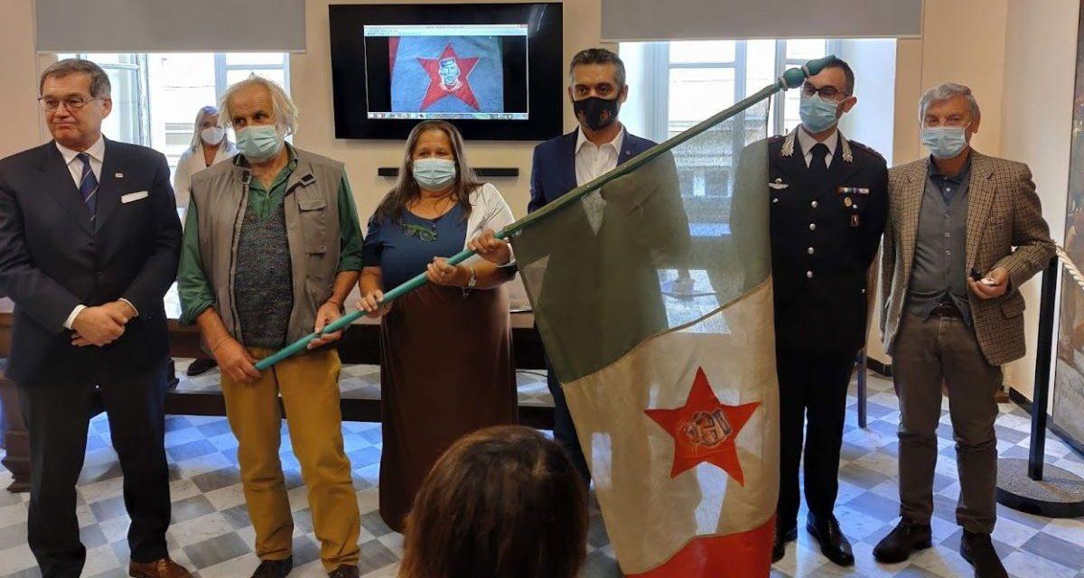Tortona ha ricordato i partigiani con un concorso e una bandiera storica restaurata